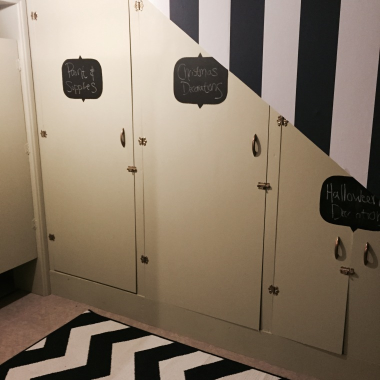 Keeping Organized: DIY Chalkboard Cabinet Labels -- jenniferrobertusdesign
