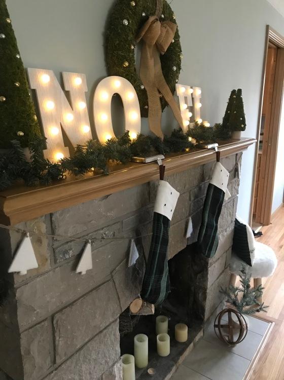 Simple Rustic Christmas Decor   Style & the Suburbs